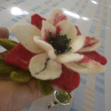 Felted Flower, White Black Green Red Felt Flower Brooch, Felt Pins, Hair Clip Art. Unigue Jewelry,Accessories ,Felt Brooch ,Christmas brooch