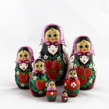 Matryoshka Russian Nesting Doll Babushka Beautiful Strawberry Berries Set 7 Pieces Pcs Hand Painted Wooden Souvenir Handicraft Craft