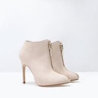 High heel ankle boot with zip