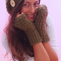 Set of crochet beanie hat and mittens. Romantic merino wool set. Perfect Christmas gift.