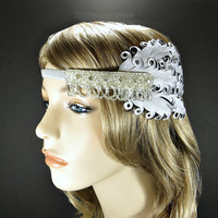 Silver 1920s Hair Accessories, Great Gatsby Flapper Headband, Daisy Buchanan Rhinestone Bridal Headpiece, Beaded Feather Fascinator