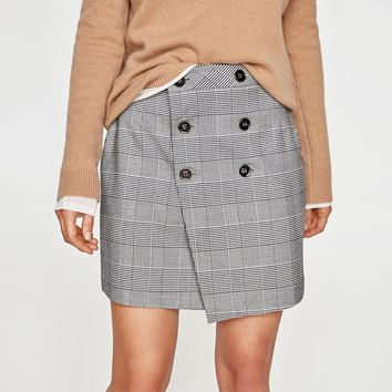 CHECKED BUTTONED SKIRT DETAILS