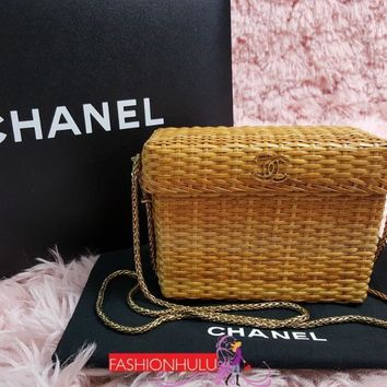 Auth Vintage CHANEL Wicker Straw Box Bag with Chain Strap
