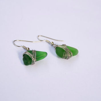 Green glass earrings - Beach glass from Gotland - Handmade jewellery - Eco friendly and recycled - Frosted glass - Nautical