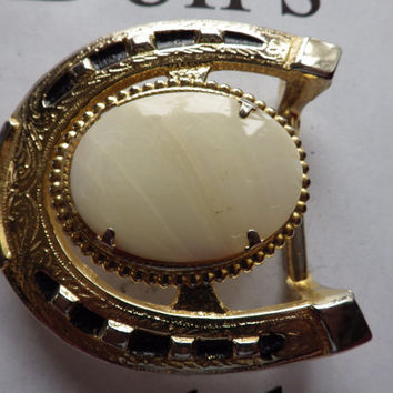 Gold Tone Horse Shoe Shaped Belt Buckle with Cream Oval Stone Center