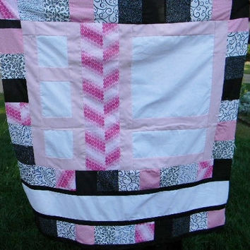 Baby quilt - Personalized - Custom made - Pink and black - Modern - Embroidery - Customize - Homemade - New baby