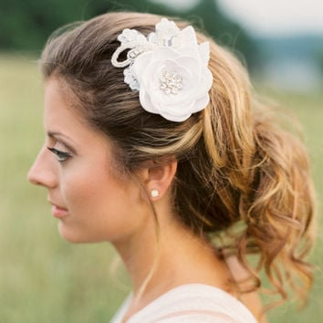 Bridal Flower Hair Piece. Bridal Flower Hair Comb. Bridal Headpiece.