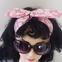 Pinup girl style Twist Tie headband with Daisy Print #daisy, #pinup