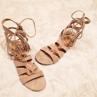 A Gladiator Flat in Nude