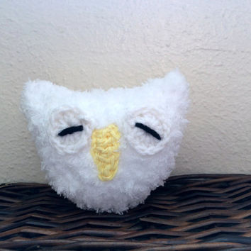 snow owl, snowy owl, sleepy owl, barn owl, white owl, fluffy owl, plush owl, owl amigurumi, crochet owl, amigurumi bird, white owl decor