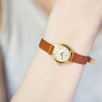 Women's watch small vintage Glory, gold plated women's wristwatch, shock proof watch for lady, sister watch gift, genuine leather strap new