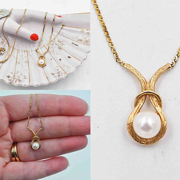 Vintage 14K Yellow Gold & White Pearl Pendant Necklace, Solitaire Pearl, Textured, Signed, Fine, Wedding, Bridal, Exquisite! #b994