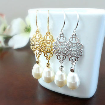 Teardrop pearl and filigree drop earrings, Wedding jewelry, Bridesmaid gift, Prom earrings, Simple everyday earrings