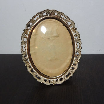 Vintage 3 x 4 Oval Antiqued White Washed Ornate Gold Tone Picture Frame with Bubble Glass - Hollywood Regency/Shabby Chic