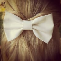 white BIG hair bow FOLLOW MEE!!!
