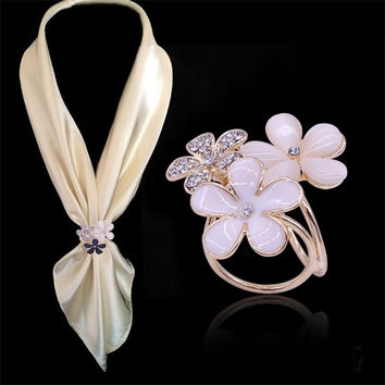 2 Color Chic Three Flowers Three-Ring Crystal Rhinestone Scarf Buckle Gold Channel Pins Butterfly Clasp Scarves Loop Circle