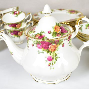 Royal Albert, Old Country Roses Large  Teapot 6 - 8 Cups