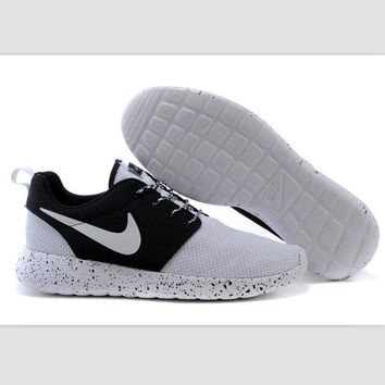 Nike roshe run couple light sports leisure net surface breathable Olympic running shoes White-toe toe cap (white starry sky soles)