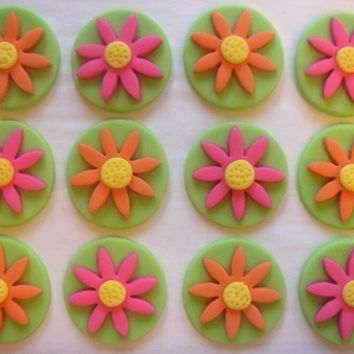 Fondant Cupcake Toppers - Daisies