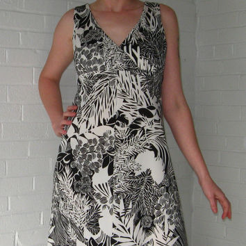 1970s Hawaiian Dress Black & White Tropical Polyester dress set