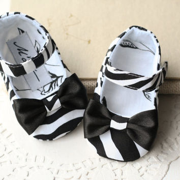 Zebra baby shower gift, shoes, pacifier clip and headband set, animal print baby girl outfit, black and white shoes