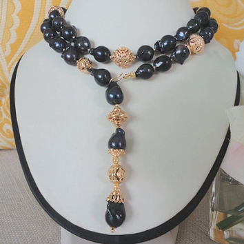 pearl necklace gold. freshwater pearls necklace. black pearls. strand pearl necklace. pearl necklace long. baroque  pearl. gold beaded pearl