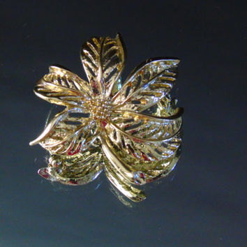 Vintage Pin Sarah Coventry Costume Jewelry  Gold Tone Leaf Brooch