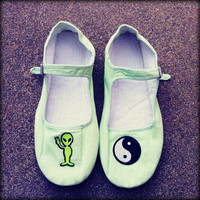 90's Mint Green Alien & Yin Yang Cotton Mary Jane Shoes Size 6/6.5