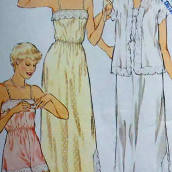 Style 2899 Vintage 70's Womens Sewing Pattern Nightgown Cami-Knickers and Bed Jacket Bust 32.5-34""