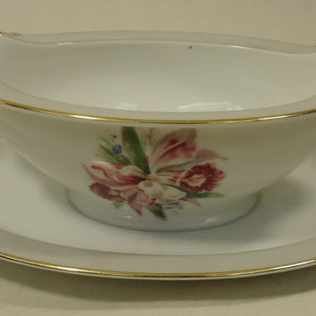 Noritake 5049 Vintage Gravy Boat w Saucer chipped 9 1/2in x 6in x 3in China Gold Rim -- Used