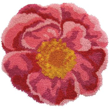 "Pink Flower Shaped Latch Hook Kit 31""X30"""