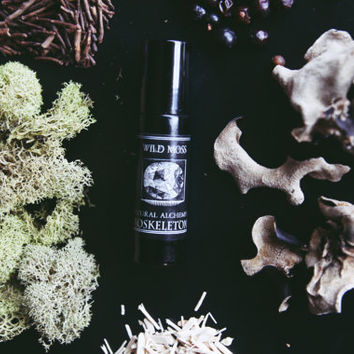 Wild Moss \\ All Natural Botanical Scent \\ Cologne Oil \\ Organic \\ Essential Oils \\ Vegan Fragrance \\ men's fragrance \\ moss oakmoss