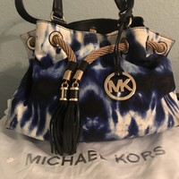 MK Purse comes with own bag