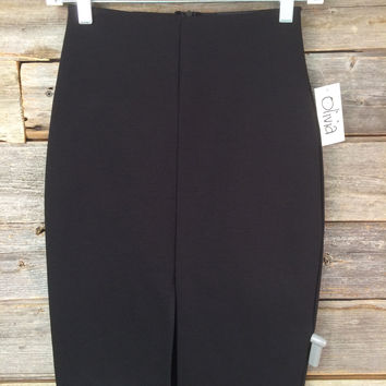 FRONT SLIT PENCIL SKIRT - BLACK