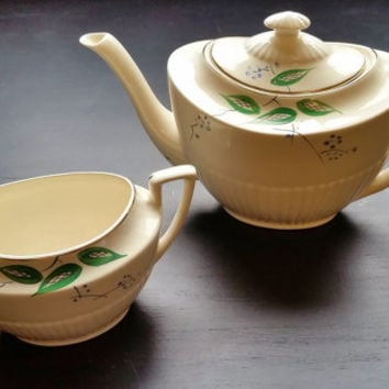 Art Deco Crown Devon vintage teapot and sugar bowl. Old English china tea pot. Afternoon tea, 1930s, green leaves and gilding. Queen Anne