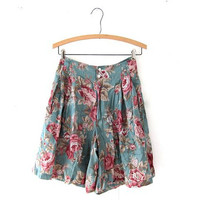 Vintage 90s floral shorts. high waisted cute shorts.