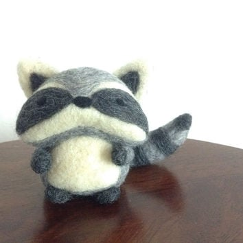 Needle Felted Raccoon, Cute Raccoon, Woodland Animal, Raccoon Doll, Felt Raccoon Sculpture, Plush Raccoon, Needle Felted Animal, Wool Animal