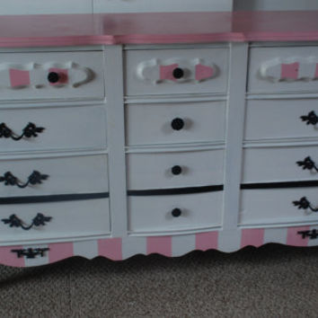 Stunning French Provincial 9- Drawer Dresser (Pink, Black and White)