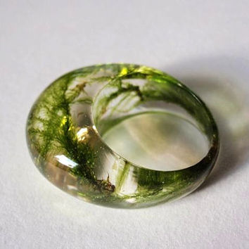 Eco resin moss ring with real moss and gold leaves, oval ring, clear resin with moss and golden foil, green ring, size US 6.5-7.5-8.5.-9.5