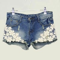 3232u Pearl lace flower broken copper jean shorts