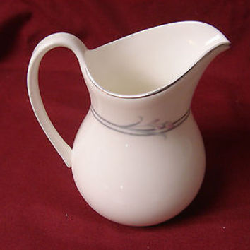 Royal Doulton, China dinnerware  Allegro, Pattern #H5109 Creamer