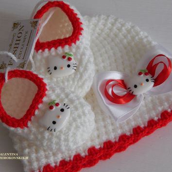 Gift for your little baby. Crochet beanie and slippers. Set. Handmade. Hello Kitty sets. Made to order