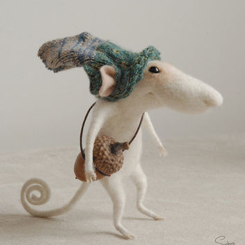 Needle mouse, felted mouse, felt ornament, soft sculpture, figurine,  Christmas mouse, tender mouse