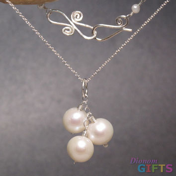 "Three large pearls linked together on chain, 18"" Necklace Gold Or Silver"