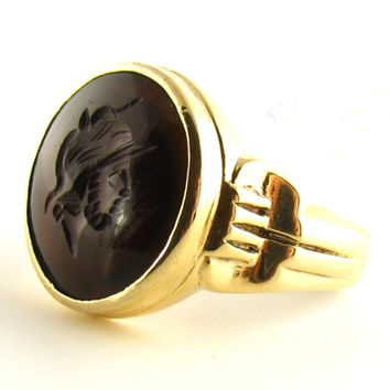 Vintage Mens Centurion - Roman Soldier Intaglio Ring in Sardonyx and 10K Yellow Gold