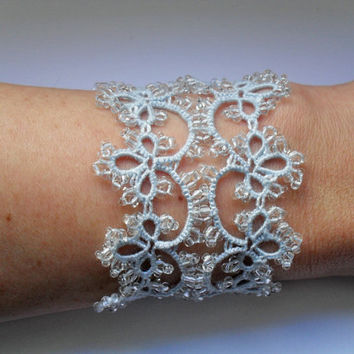 Tatted bracelet - Bridal bracelet - Lace bracelet - Tatted jewelry - Wedding jewelry - Wedding bracelet - Bridal jewelry