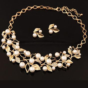 Streetstyle  Casual Gold Plated Inlaid With Imitation Diamond Pearl Necklace