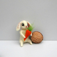 Tiny bunny Carrot Mini hare White felt rabbit Wool figurine Cute Easter décor Wool Rabbit Needle felt figurine Waldorf sculpture Dollhouse