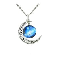 Lovely Womens Silver Chain Moon Necklace & Pendant.