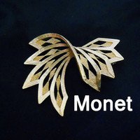 Monet Jewelry - Vintage Brooch - Classic 1960s Goldtone Pin